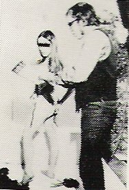 Foto van stripteasemodel met masker voor ogen